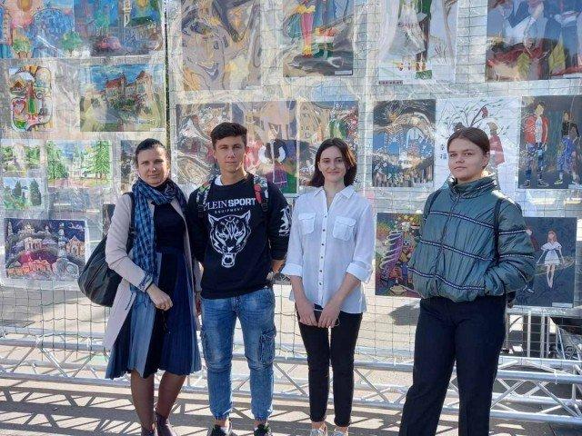 """Нагородження переможців міського конкурсу малюнків""""Етнокласика: сучасне дихання"""""""