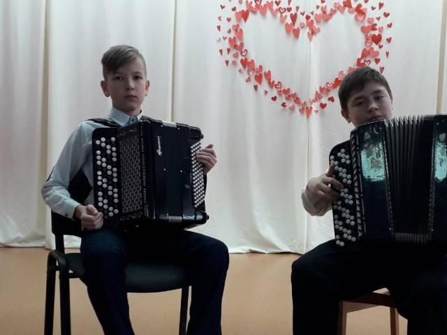 Танцювальна музика народів світу у виконанні юних баяністів